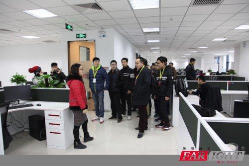 海康威视HR带领学生参观办公区