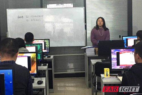 赵老师给学员们分析当下的就业情况